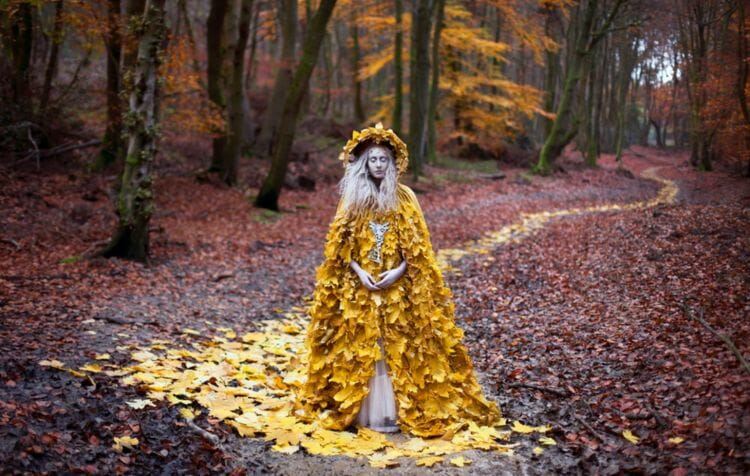 Kirsty_Mitchell_THE_Guidance_of_Stray_Souls_BeautifulBizarre