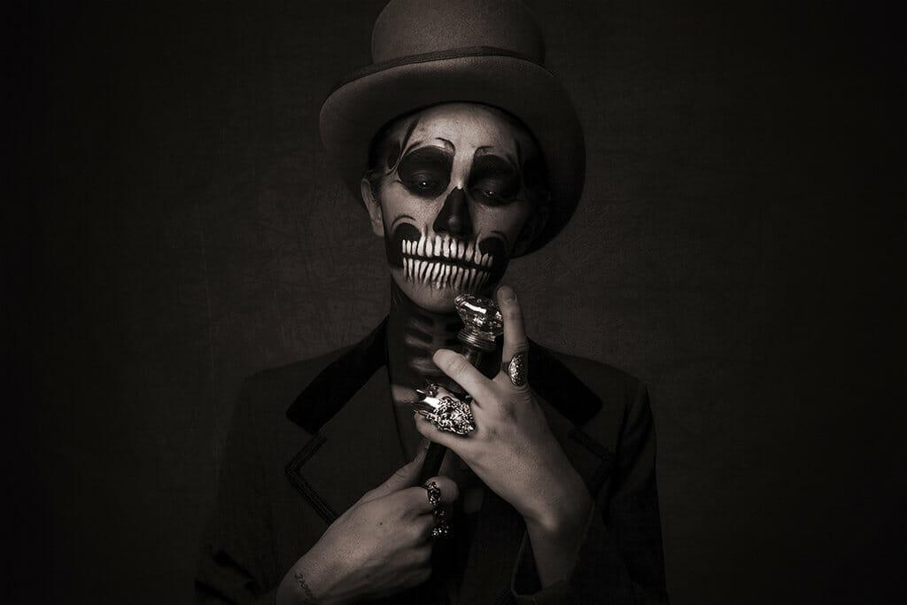 I_Must_Be_Dead_beautifulbizarre (13)