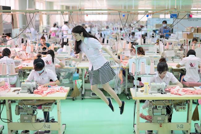 Natsumi Hayashi - levitation photography