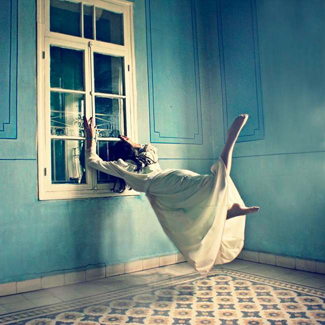 Lara Zalenga - levitation photography