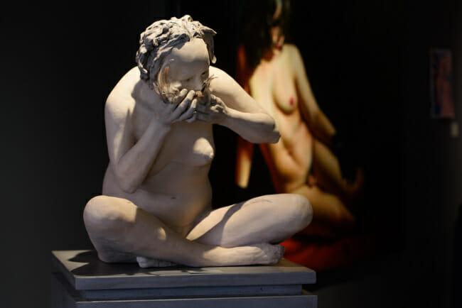 Susannah Zucker eating sculpture