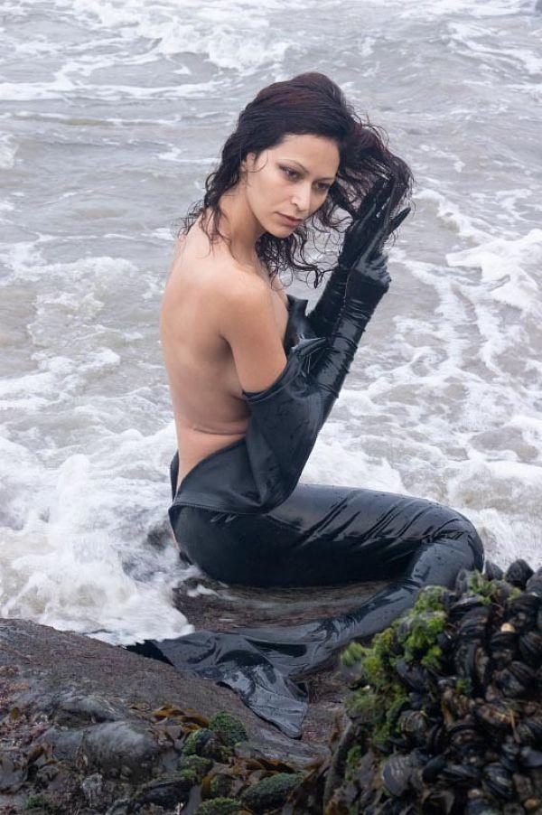 derek kinzel nicolette mishkan bdsm photography mermaid